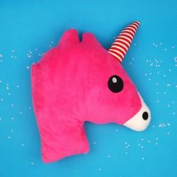 Almofada cabeça de unicórnio rosa fucsiaAlmofada para fazer com os tuas noites sejam mágicas .